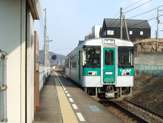 自転車の 高松 自転車置き場 : 高松駅のホームに着いて、ここ ...